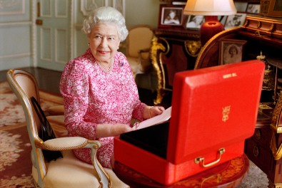 New Image Of The Queen By Mary McCartney Released